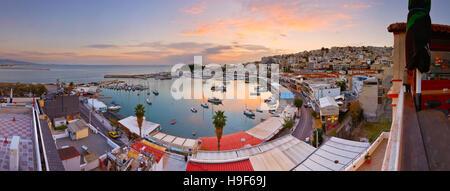 Voir la soirée de Mikrolimano marina à Athènes, Grèce. Banque D'Images