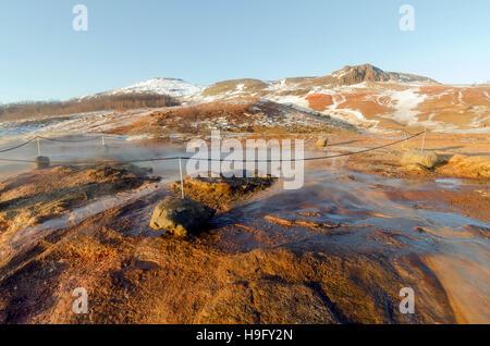 La zone géothermique de Geysir avec de nombreuses sources chaudes, célèbre attraction touristique Golden Circle Banque D'Images