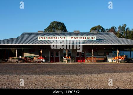Piémont produire sur l'autoroute 218 près de New Salem, NC