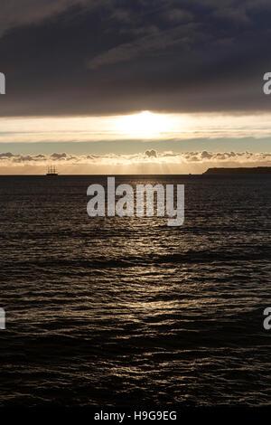 Lever du soleil sur 3 mâts scooner à Torbay,Devon coast, port, personne, littoral, nord, voyage, balade, soleil, Banque D'Images