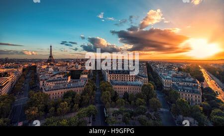 Coucher de soleil sur Paris et la Tour Eiffel Banque D'Images