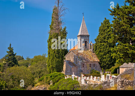 Stone village de Stuck in the Middle (single) points de repère, île de Brac, Dalmatie, Croatie Banque D'Images