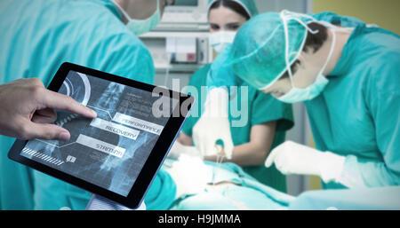 Image composite de l'homme à l'aide de tablet pc Banque D'Images