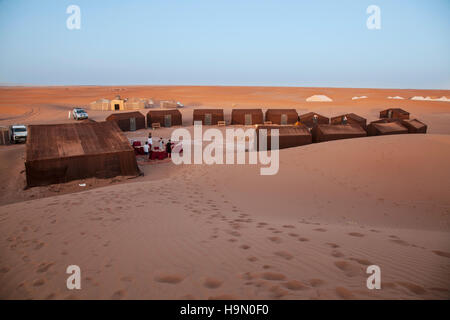 Un camping dans le désert du sahara Banque D'Images