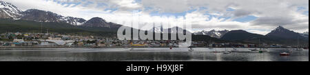 L'Argentine, Patagonie: la ligne d'horizon d'Ushuaia, capitale de la Terre de Feu, la ville la plus australe du Banque D'Images