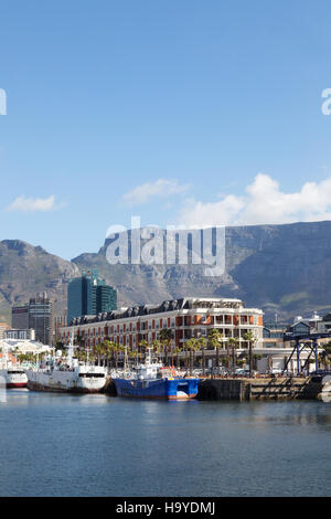 Le Waterfront, Cape Grace Hotel et Table Mountain, Cape Town, Afrique du Sud Banque D'Images