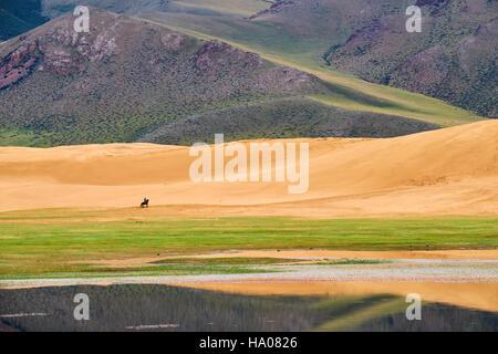 La Mongolie, province Zavkhan, Khar Nuur lake cavalier, Banque D'Images