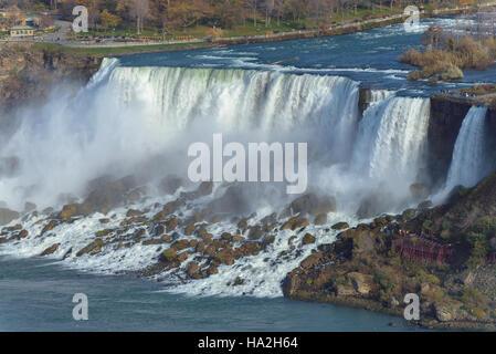 Voir les chutes du Niagara à l'automne Banque D'Images