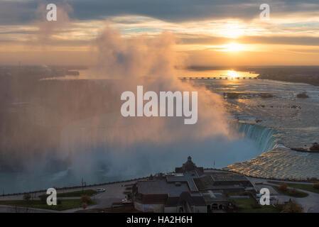 Lever du soleil à Niagara Falls, Canada Banque D'Images