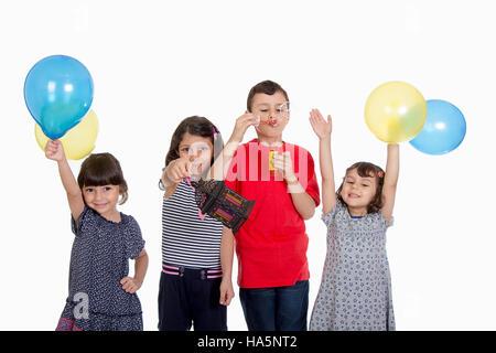 Heureux enfants musulmans célèbrent l'Aïd El Fitr (fête) Banque D'Images