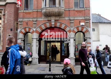 La Banque Santander en ville de Canterbury East Kent uk Banque D'Images