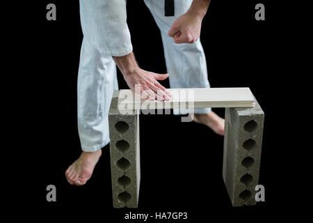 Karate dvd breaking planche en bois Banque D'Images