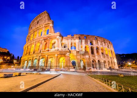Rome, Italie. Colisée, le colisée ou amphithéâtre Flavien, Coloseo plus grand jamais construit symbole de l'ancienne Banque D'Images