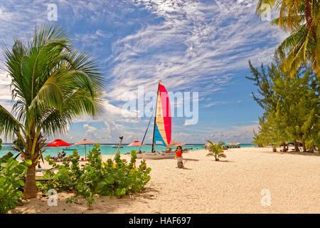 Worthing Beach à Worthing, entre St Lawrence Gap et de Bridgetown, Barbade, Caraïbes.