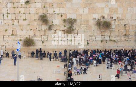 Jérusalem, Israël - 10 avril 2015: Le Mur occidental où les prières de la Pâque, dans la vieille ville de Jérusalem, Banque D'Images