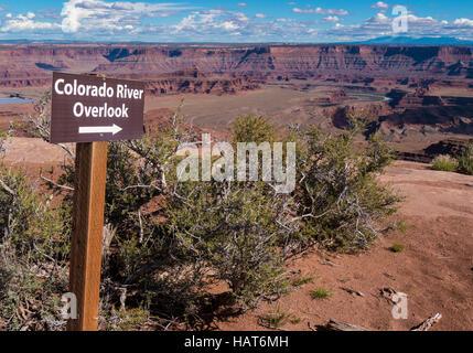 Donnent sur la rivière Colorado trail sign, Dead Horse Point State Park, Moab, Utah. Banque D'Images