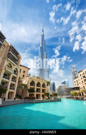 Le centre financier de Dubaï, Emirats arabes unis-Février 29, 2016: vue sur le Burj Khalifa (hauteur 828 m) dans Banque D'Images