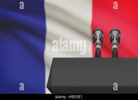 Chaire et deux microphones avec un drapeau sur le fond - France Banque D'Images