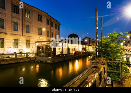 MILAN, Lombardie, Italie - 29 août 2015: Le canal Naviglio Grande au soir à Milan, Italie Banque D'Images