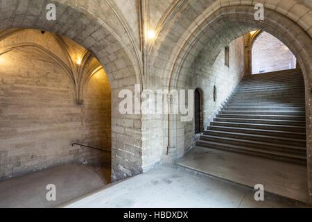 L'escalier d'honneur ou l'Escalier d'Honneur du Palais des Papes, Avignon, France.