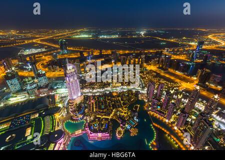 Vue depuis la terrasse d'observation de Burj Khalifa, Dubai Fountain, le centre-ville Adresse Burj Dubaï Mall, et Banque D'Images
