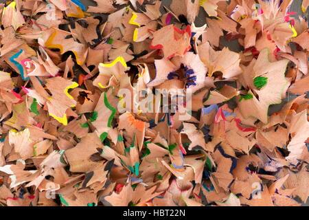 Macro de haut en bas des copeaux de crayon de couleur Banque D'Images