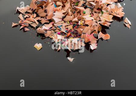 Tas de copeaux de crayon de couleur Banque D'Images