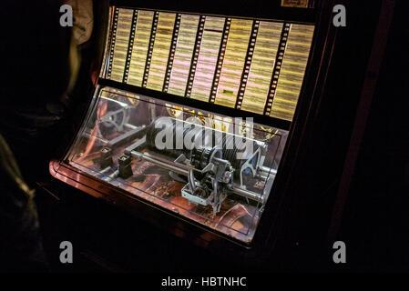 Juke box classic, éclairées par des ampoules internes records Banque D'Images
