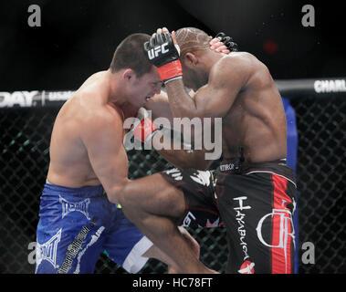 UFC fighter John Howard, droit, combat Jake Ellenberger lors de l'UFC-Live: Jones vs. Matyushenko au San Diego Sports Arena le 1 août 2010, à San Diego, Californie. Francis Specker