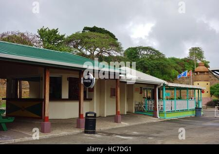 L'Aéroport International Maurice Bishop (terre), l'ancien aéroport de Point Salines, est situé dans la partie sud-ouest de la Grenade