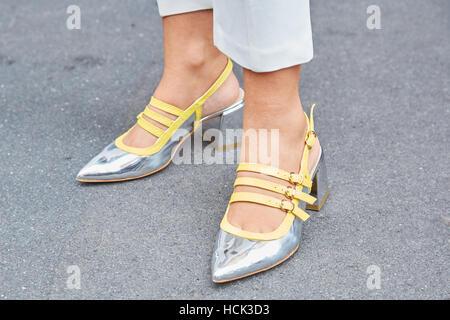 MILAN, ITALIE 21 septembre 2018 : chaussures Puma jaune