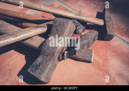 Marteaux, vieux outils, marteau rouillé vintage