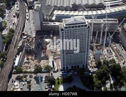 Vue aérienne de l'enveloppe du projet de réaménagement du centre de Londres sur la rive sud, England, UK Banque D'Images