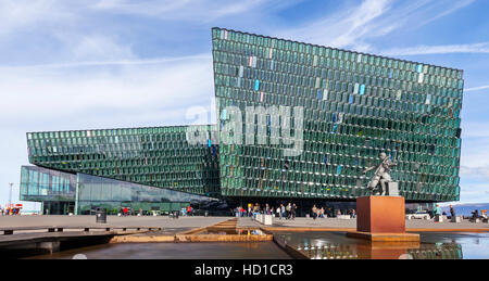 Le Harpa Concert Hall et le Centre de Conférence de Reykjavik, en Islande. Banque D'Images