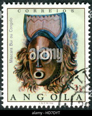 ANGOLA - circa 1976: timbre imprimé en Angola présente le Bui ou masque Congolo, vers 1976 Banque D'Images
