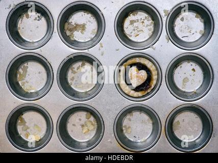 Maison de boulangerie mini mince pie dans une plaque à pâtisserie Banque D'Images