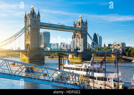 Quartier financier de Londres et le Tower Bridge Banque D'Images