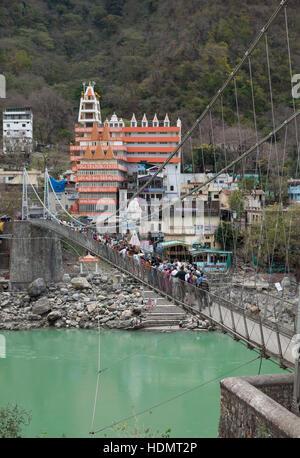 Laxman Jhula pont sur Gange à Rishikesh, Uttarakhand, Inde Banque D'Images