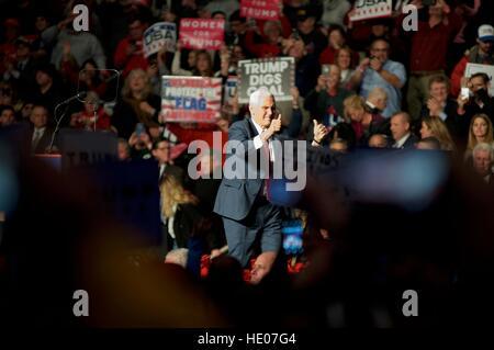 Hershey, Pennsyvlania, USA. Le 15 décembre, 2016. Donald Trump et président élu vice-président élu Mike Pence tenir Banque D'Images