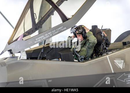 Le major Thomas Hayes, un projet pilote avec le 31e Escadron d'essai et d'évaluation, l'unité d'un locataire à Edwards Banque D'Images