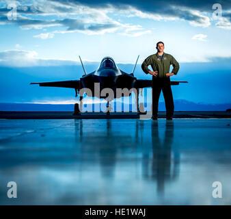 Le major Ethan Sabin, un projet pilote avec le 31e Escadron d'essai et d'évaluation avec 10 ans d'expérience aux Banque D'Images