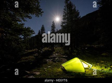 Camping dans le Parc National Kings Canyon, Californie, États-Unis d'Amérique, Amérique du Nord Banque D'Images