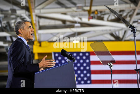 États-unis d'Amérique Le président Barack Obama aborde une foule de militaires et civils du ministère de la Défense Banque D'Images