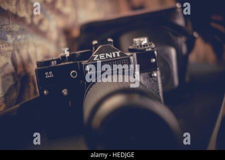 Un vieux russe ZENIT 35mm appareil photo reflex film analogique en vente à Coastal Vintage, rétro et vintage clothes Banque D'Images