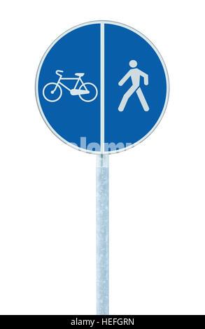 Cyclistes et piétons lane road sign sur perche post, grand rond bleu vélo isolé le vélo et la marche sentier promenade acheminer le trafic de signalisation routière