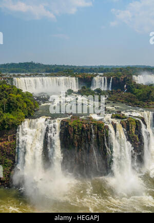 Le Brésil, l'État de Parana, Foz Do Iguacu, vue sur les chutes d'Iguaçu. Banque D'Images