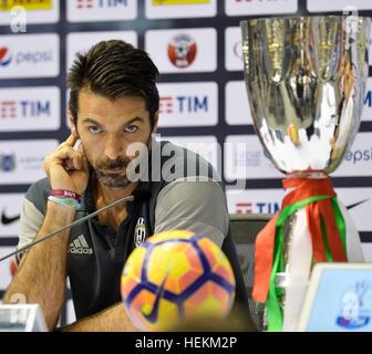 (161223) -- DOHA, le 23 décembre 2016, (Xinhua) -- la Juventus' gardien italien Gianluigi Buffon ressemble dans Banque D'Images