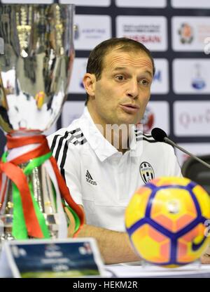 (161223) -- DOHA, le 23 décembre 2016, (Xinhua) -- la Juventus de' l'entraîneur-chef italien Massimiliano Allegri Banque D'Images