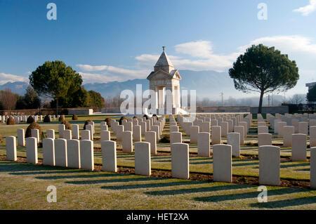Le cimetière de guerre de Cassino est un cimetière militaire dans la région de Cassino (Italie) où reposent les Banque D'Images