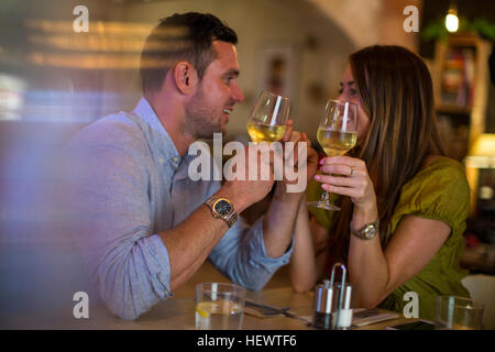 Couple toasting with wine in restaurant Banque D'Images